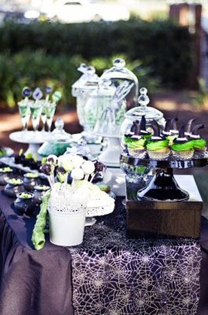 awesome-outdoor-halloween-party-ideas-17