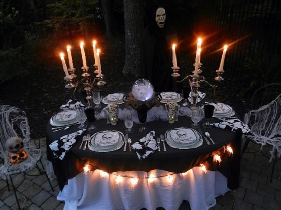 awesome-outdoor-halloween-party-ideas-19-554x415