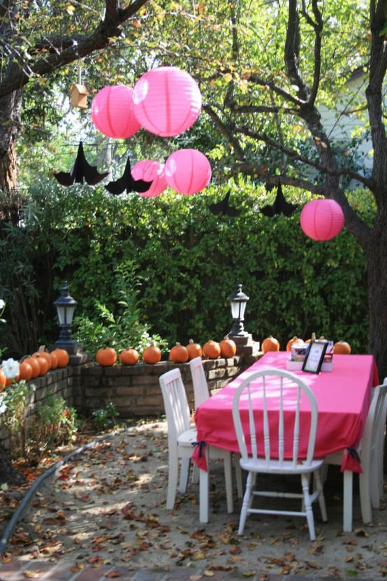 awesome-outdoor-halloween-party-ideas-6-554x830