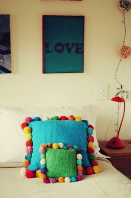 lovely-pompom-decor-ideas-for-your-interior-11