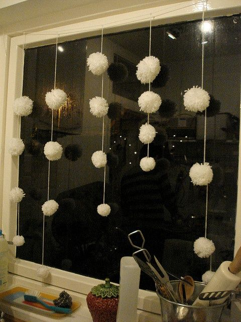 lovely-pompom-decor-ideas-for-your-interior-25