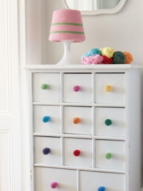 lovely-pompom-decor-ideas-for-your-interior-29
