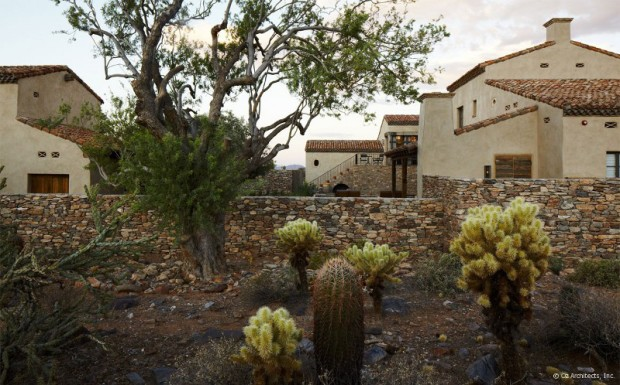 desert-farmhouse-with-warm-traditional-and-rustic-interiors-18