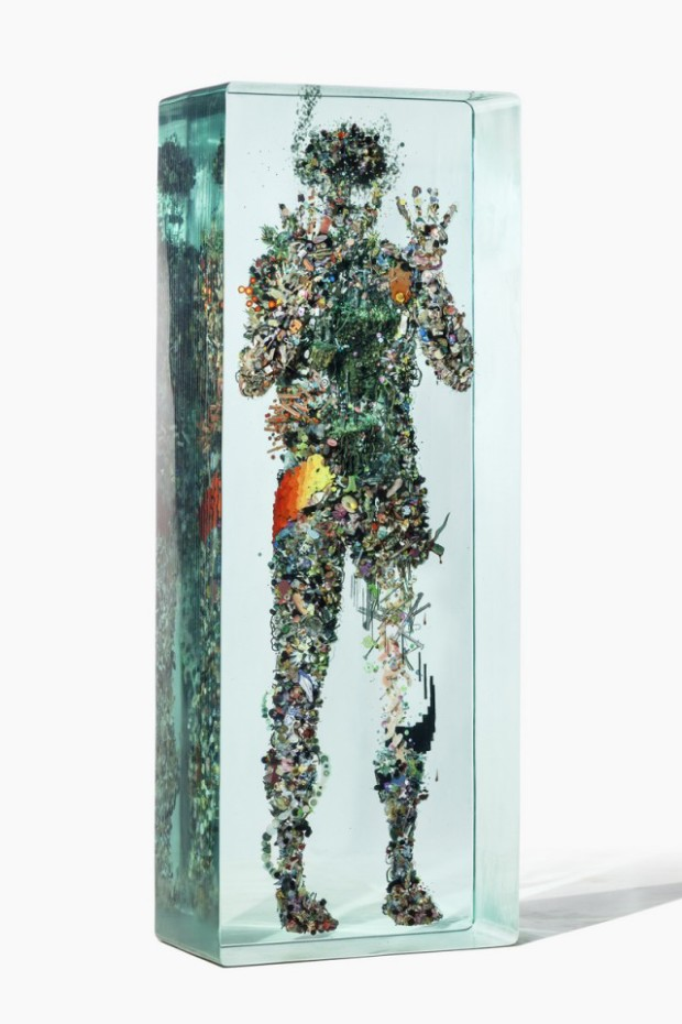 3D-Collages-Encased-in-Layers-of-Glass3-640x960