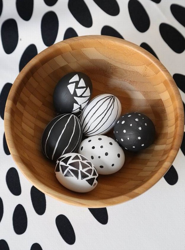 Black-and-white-Easter-eggs-decoration-ideas-different-styles