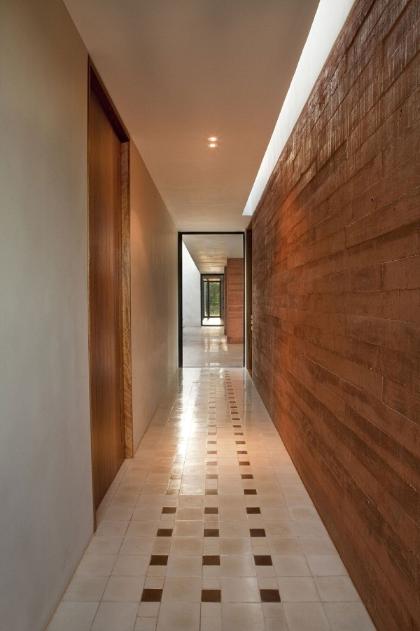 Brick-wall-interior-wall-design-ideas-wood-effect-tile-floor-Hacienda-Bacoc