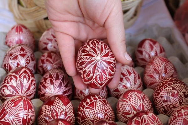 amazing-easter-eggs-decoration-ideas-ukrainina-eggs-red