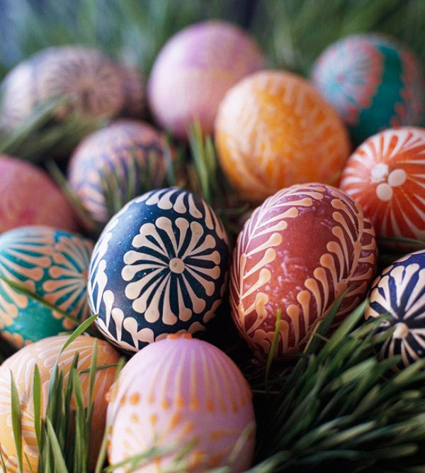 creative-ways-to-decorate-easter-eggs-ukrainian-eggs-DIY-easter-decorating-ideas