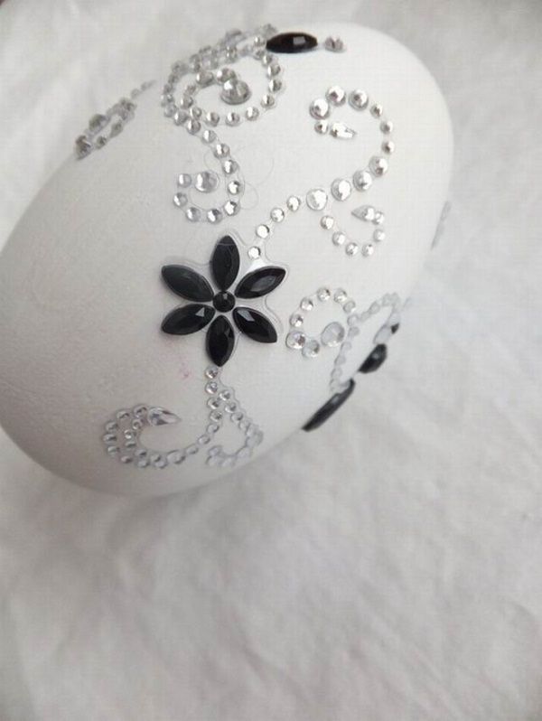 stylish-black-and-white-easter-egg-decoration-flowers-beads
