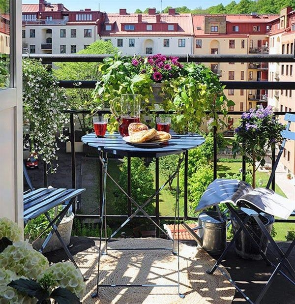 Contemporary-balcony-design-ideas-and-dcoration-tips-small-coffee-table-railing-planters
