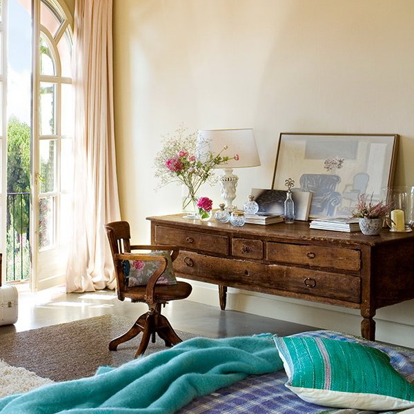 charming-vintage-bedroom-with-turquoise-and-pink-accents-10