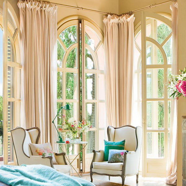 charming-vintage-bedroom-with-turquoise-and-pink-accents-4