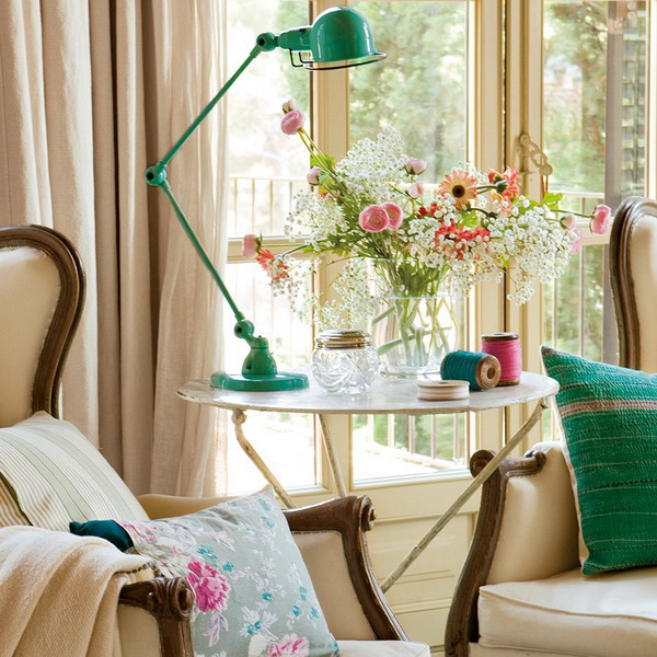 charming-vintage-bedroom-with-turquoise-and-pink-accents-6