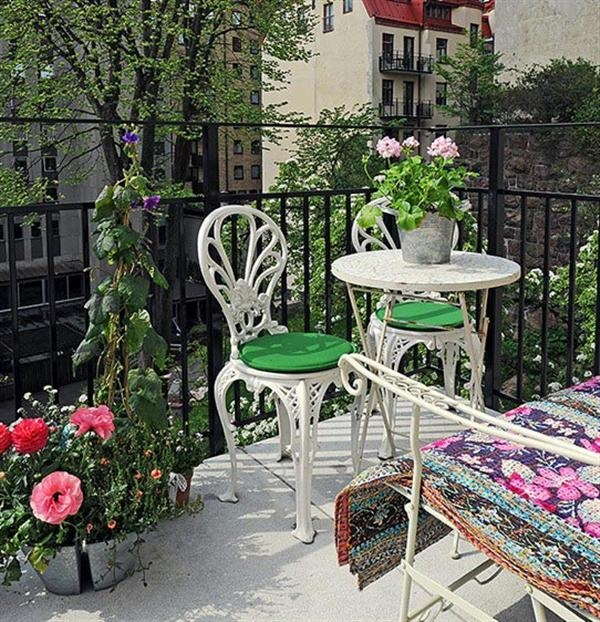 cozy-small-balcony-design-ideas-white-metal-outdoor-furniture-green-cushions