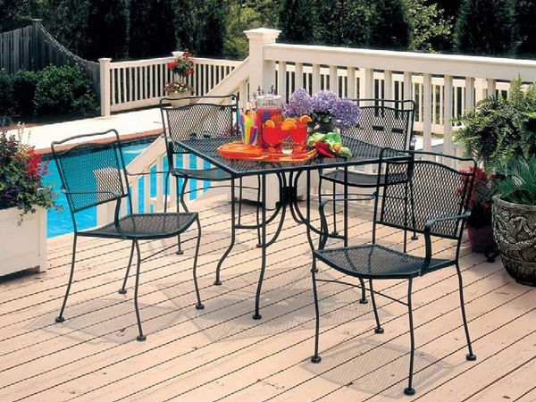 house-exterior-design-ideas-metal-furniture-square-table-chairs