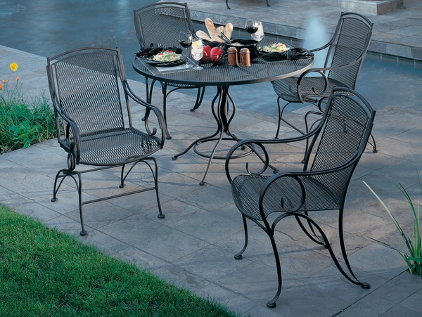luxury-swimming-pool-furniture-dining-table-wrought-iron