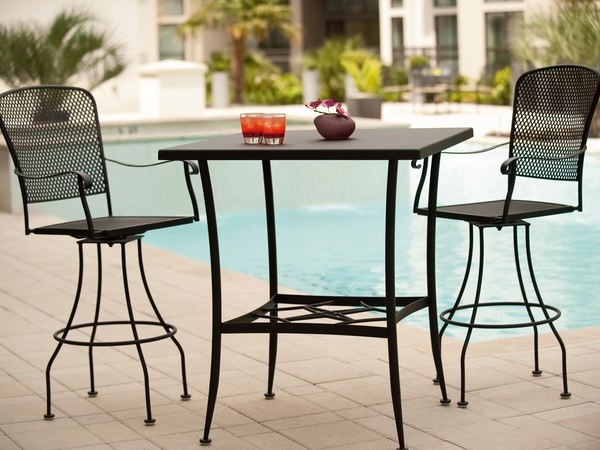 modern-oiutdoor-furniture-design-wrought-iron-table-and-chairs