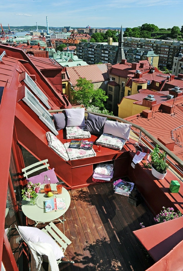 small-balcony-design-space-use-seat-padding-coffee-table