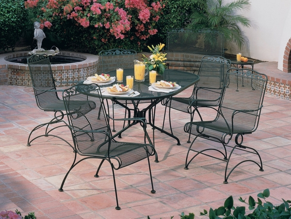 stylish-outdoor-furniture-design-wrought-iron-dining-set-round-table