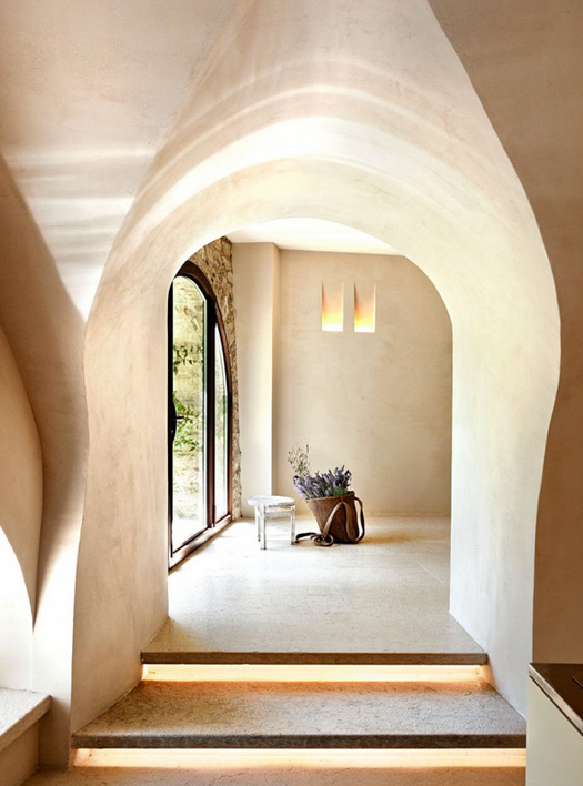 unique-cave-house-with-harmonious-and-airy-interiors-2