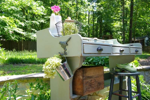 DIY-garden-furniture-ideas-used-cabinet