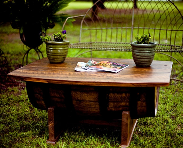 DIY-garden-furniture-projects-coffee-table-barrel