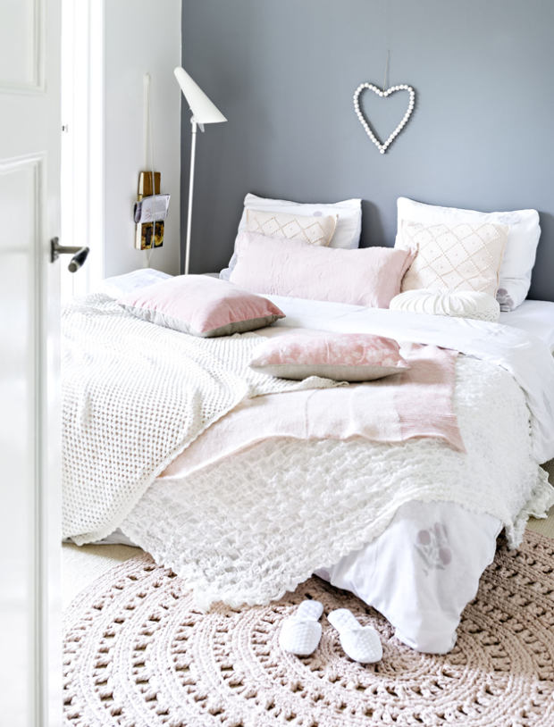 vintage-feminine-home-with-blush-pink-accents-4