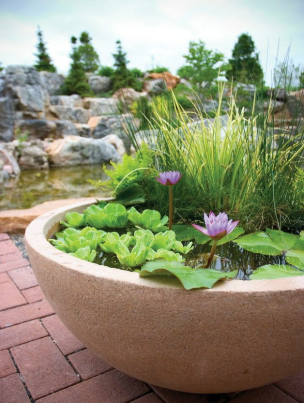 Garden-pond-patio-small-water-features-garden-design-ideas