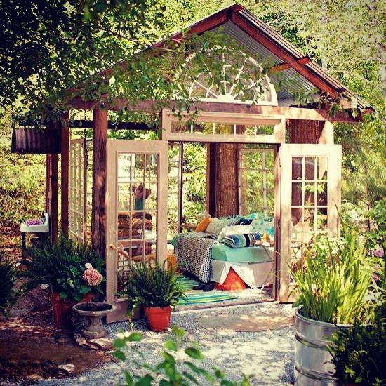 dreamy-outdoor-bedroom-designs-1