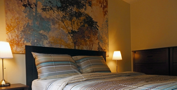 Modern-small-bedroom-ideas-decorating-ideas-small-bedroom-bedding-set-wall-painting