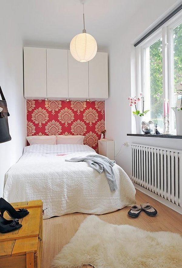 small-bedroom-decorating-ideas-accent-wallpaper-red-large-pattern