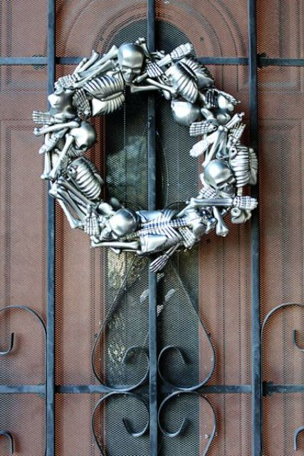 cool-halloween-wreaths-for-any-space-10