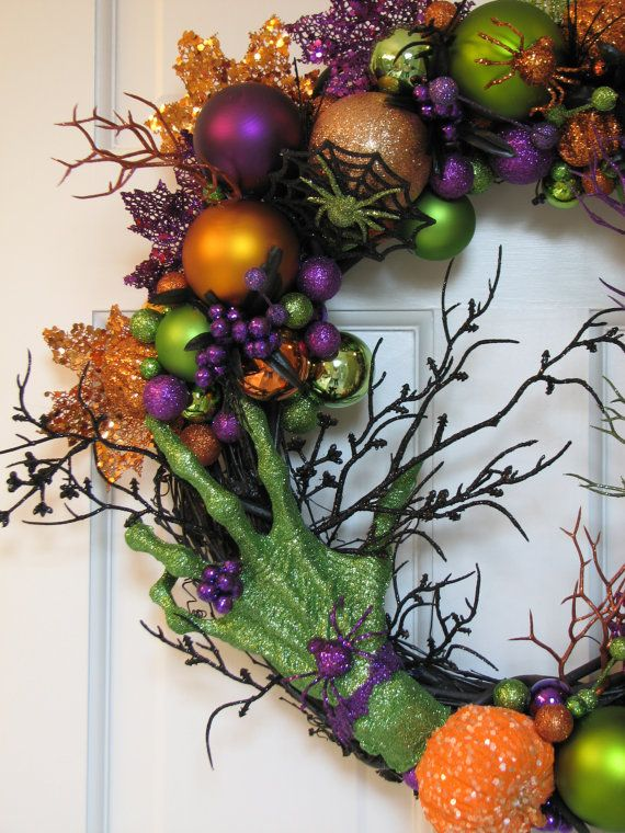cool-halloween-wreaths-for-any-space-15