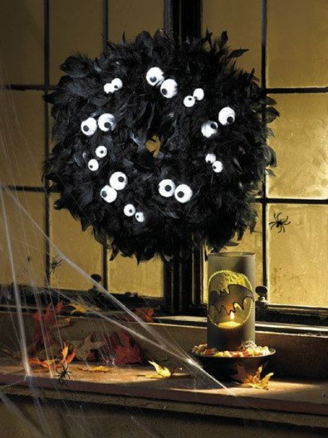 cool-halloween-wreaths-for-any-space-18