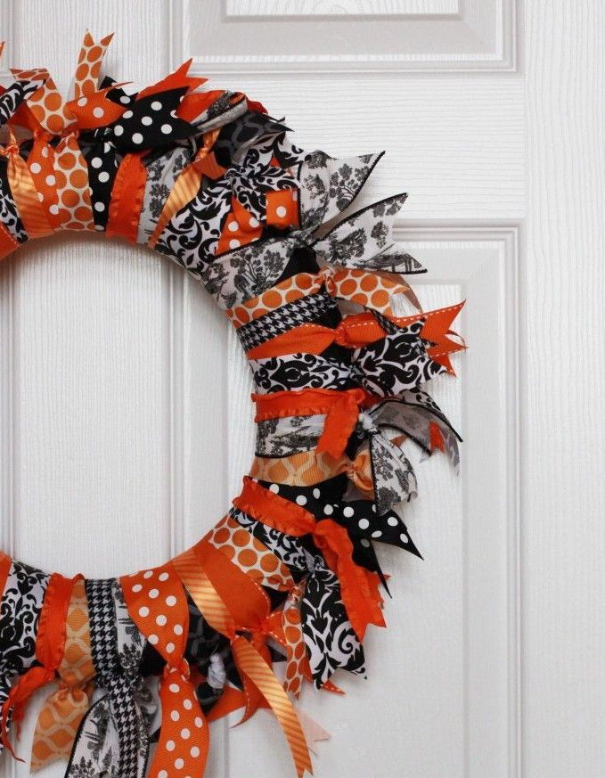 cool-halloween-wreaths-for-any-space-20