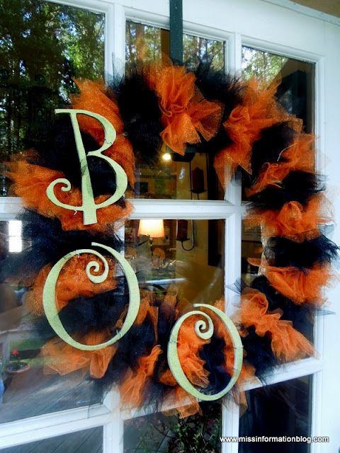 cool-halloween-wreaths-for-any-space-21