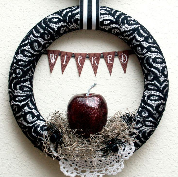 cool-halloween-wreaths-for-any-space-23