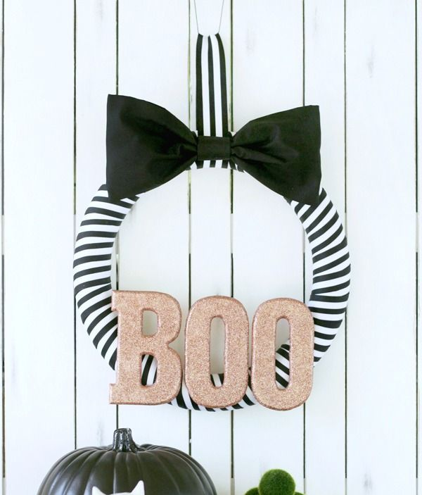 cool-halloween-wreaths-for-any-space-27