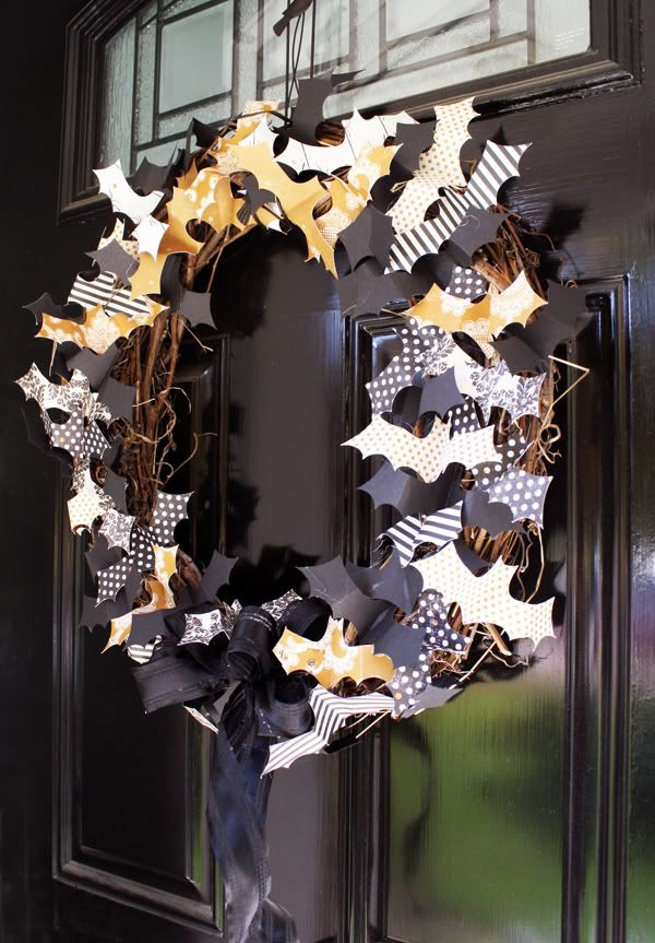 cool-halloween-wreaths-for-any-space-28