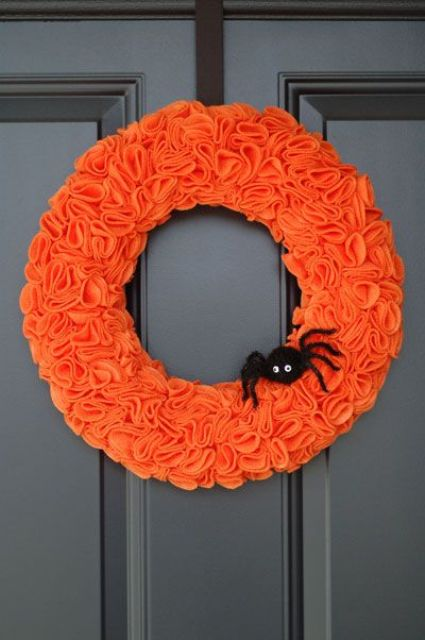 cool-halloween-wreaths-for-any-space-30