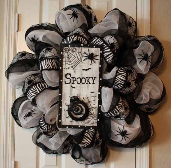 cool-halloween-wreaths-for-any-space-31