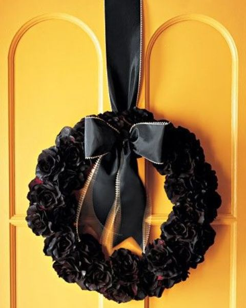 cool-halloween-wreaths-for-any-space-32