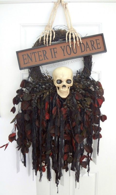 cool-halloween-wreaths-for-any-space-33