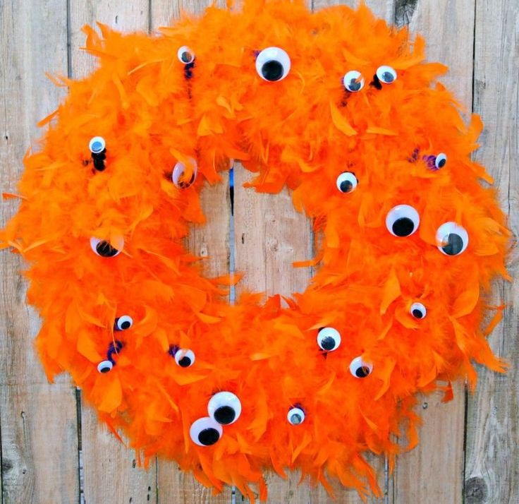cool-halloween-wreaths-for-any-space-34