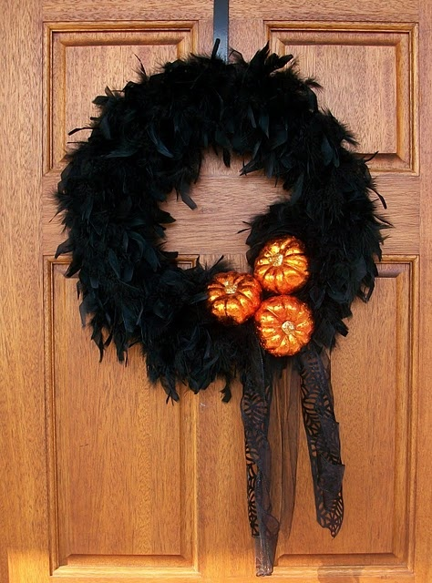 cool-halloween-wreaths-for-any-space-36