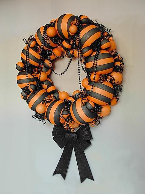 cool-halloween-wreaths-for-any-space-38