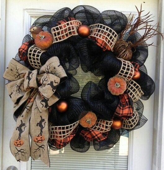 cool-halloween-wreaths-for-any-space-7