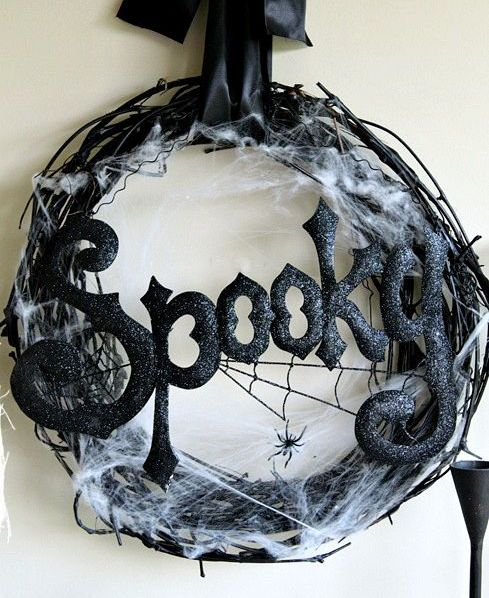 cool-halloween-wreaths-for-any-space-9