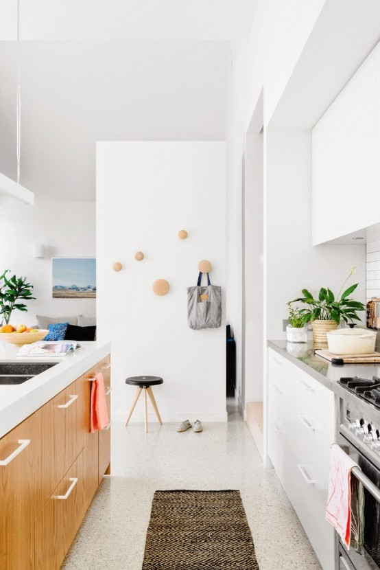 lively-and-bright-australian-home-with-mid-century-touches-3-554x830