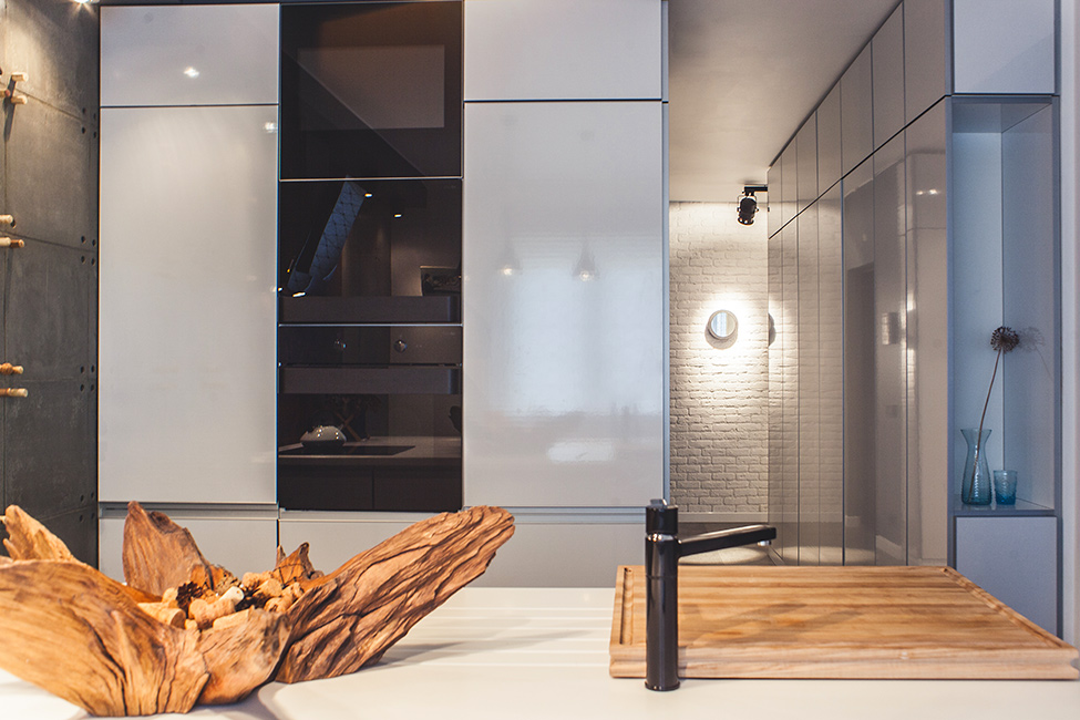 spacious-kiev-apartment-decorated-with-an-artistic-twist-3
